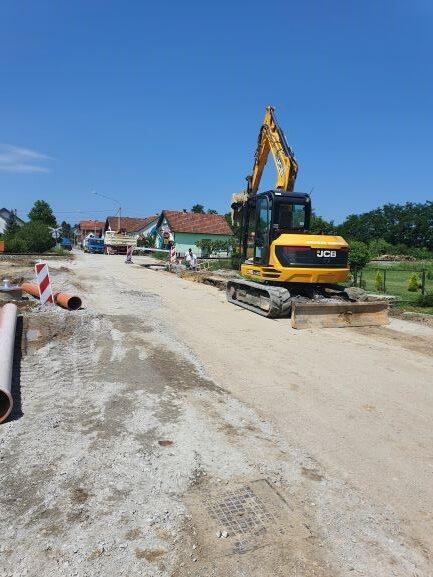 Slika 3: Radovi na kanalizacijskoj mreži u Trenkovu, radove izvodi – Promet Građenje d.o.o. Požega