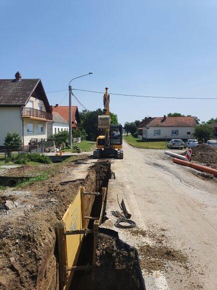 Slika 4: Radovi na kanalizacijskoj mreži u Trenkovu, radove izvodi – Promet Građenje d.o.o. Požega