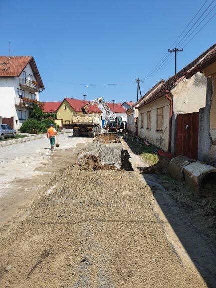 Slika 5: Radovi na kanalizacijskoj mreži u ulici A. Starčevića, radove izvodi – Promet Građenje d.o.o. Požega