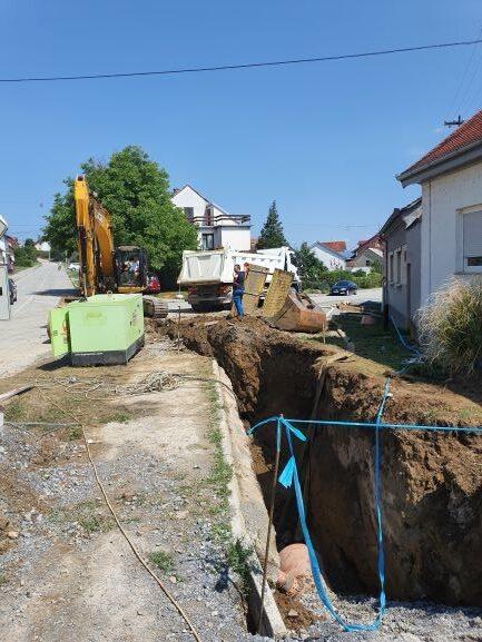 Slika 7: Radovi na kanalizacijskoj mreži u ulici A. Starčevića, radove izvodi – Promet Građenje d.o.o. Požega