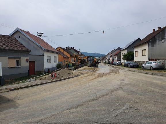 Slika 6: Radovi na kanalizacijskoj mreži u ulici A. Starčevića, radove izvodi – Promet Građenje d.o.o. Požega