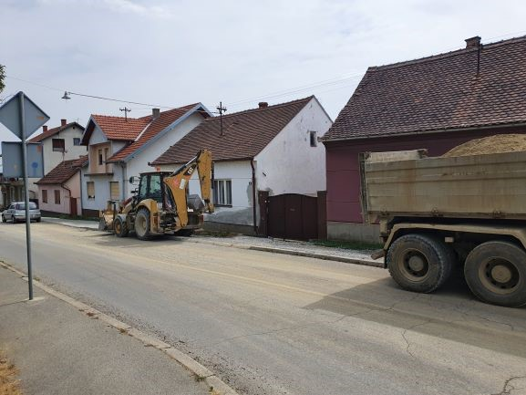 Slika 8: Radovi na kanalizacijskoj mreži u ulici A. Starčevića, radove izvodi – Promet Građenje d.o.o. Požega